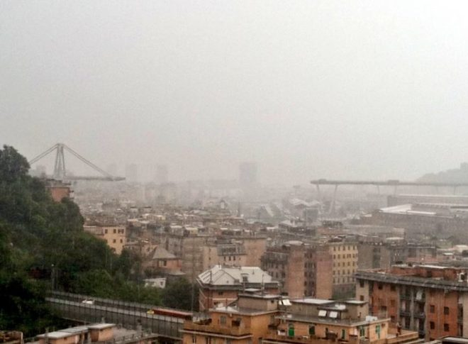 Genova, crolla il ponte sull'autostrada A10: almeno 11 morti, auto e persone sotto le macerie