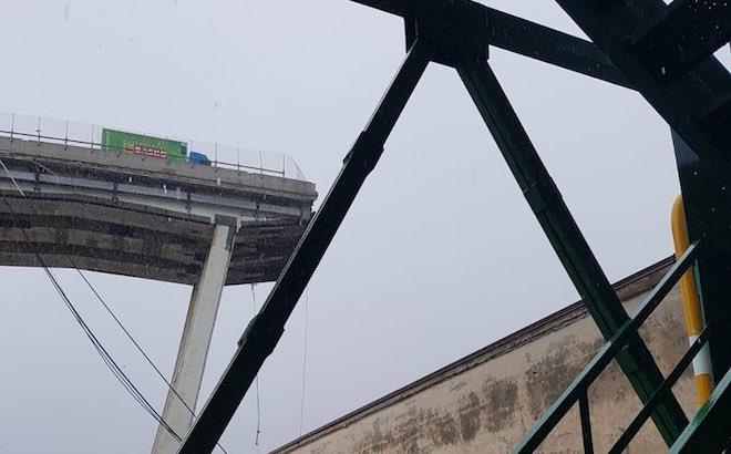 Genova, crollo ponte Morandi: rimosso il camion simbolo della tragedia
