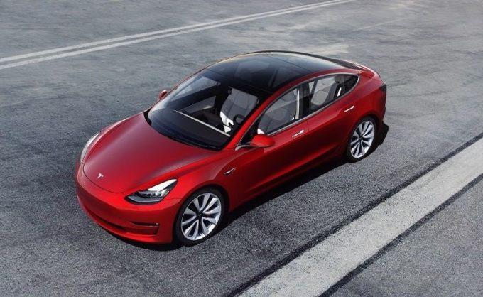 Tesla Model 3: sorpassata la quota di mercato delle concorrenti BMW, Audi e Mercedes negli Stati Uniti
