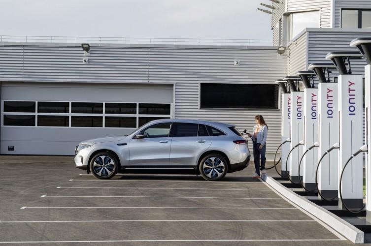 """Mercedes EQC, riflessioni e qualche dubbio dopo una presentazione in """"pompa magna"""""""