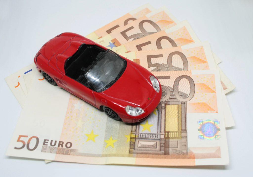 Assicurazione auto: è obbligatoria anche se il veicolo è tenuto fermo in cortile
