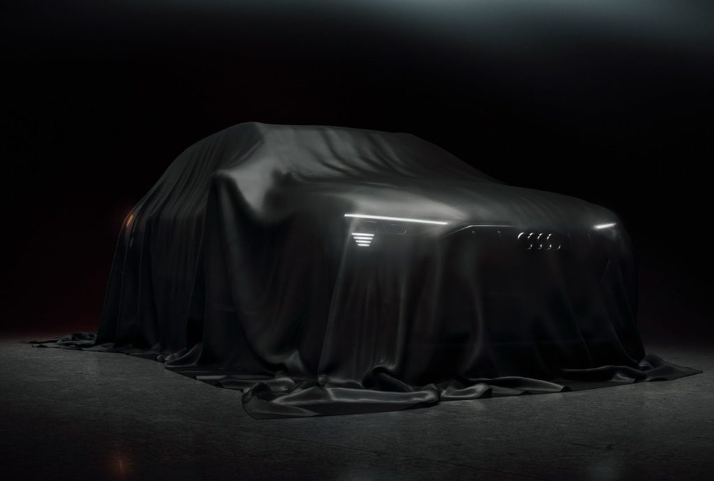 Audi e-tron, ormai ci siamo: il SUV elettrico si nasconde sotto il telo [TEASER]