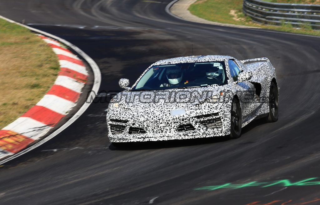 Chevrolet Corvette C8: la nuova supercar sfreccia a gran velocità sul Nurburgring [VIDEO SPIA]