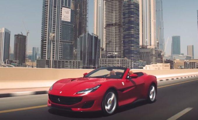 Ferrari Portofino, seduzione rossa tra i grattacieli di Dubai [VIDEO]