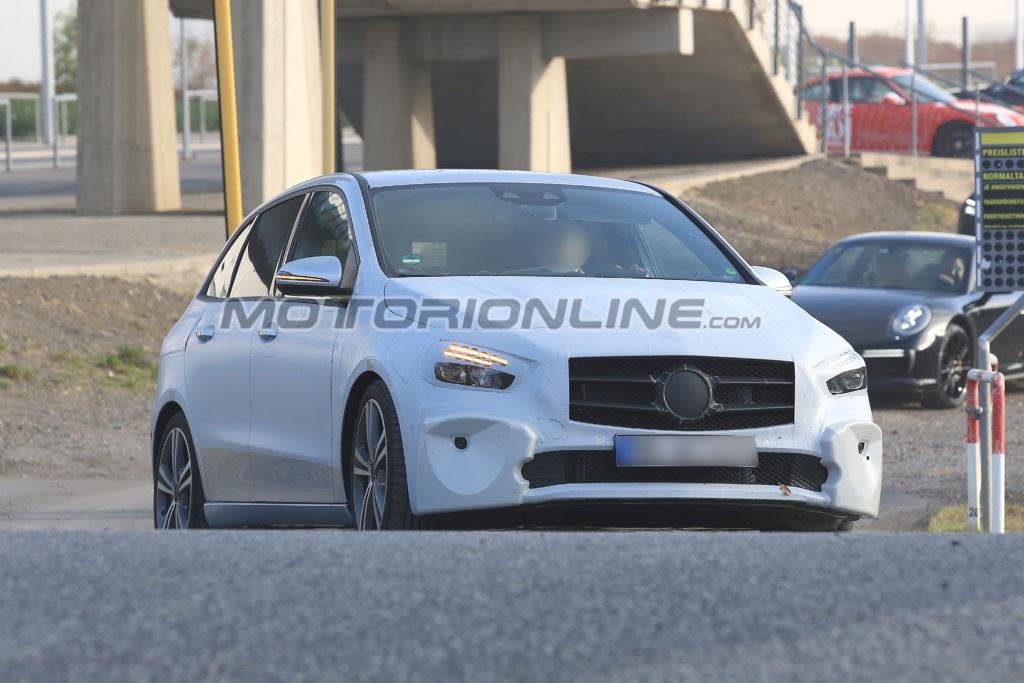 Mercedes Classe B: la nuova generazione sarà svelata al Salone di Parigi 2018