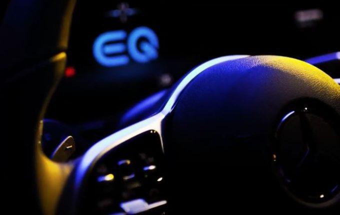 Mercedes EQC: nuovi dettagli dell'abitacolo [VIDEO TEASER]