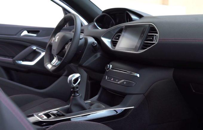 Peugeot 308 SW: praticità a portata di mano con l'i-Cockpit [VIDEO]