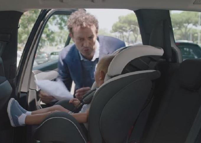Seggiolini salva-bebè: l'obbligo è legge [VIDEO]