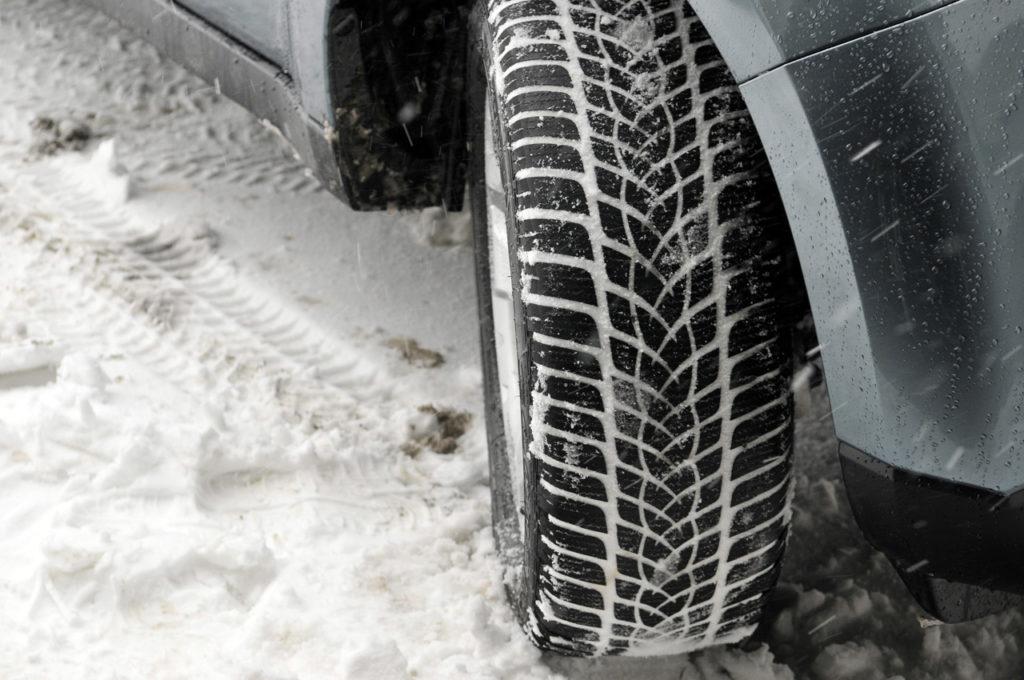 Pneumatici invernali, test GTU: doppietta Continental, bocciato il Pirelli Cinturato Winter