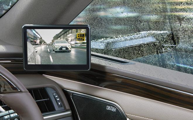 Lexus ES: arrivano i primi specchietti esterni digitali