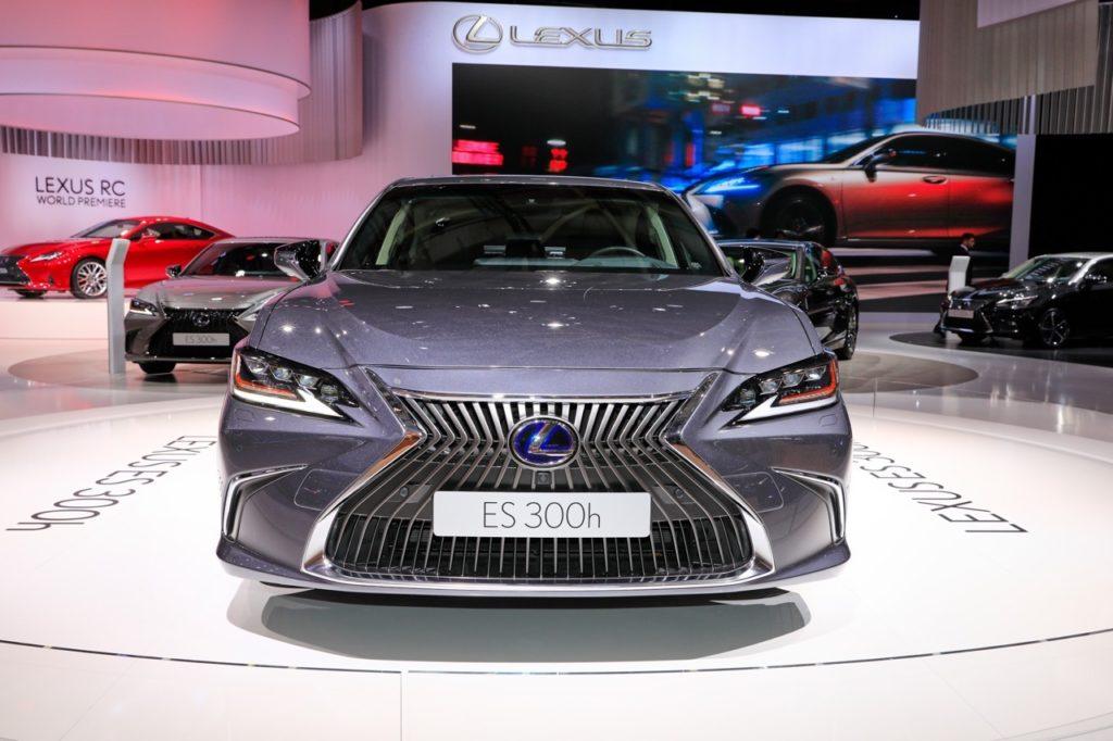Lexus ES, Euro NCAP premia le berlina con le cinque stelle [VIDEO]