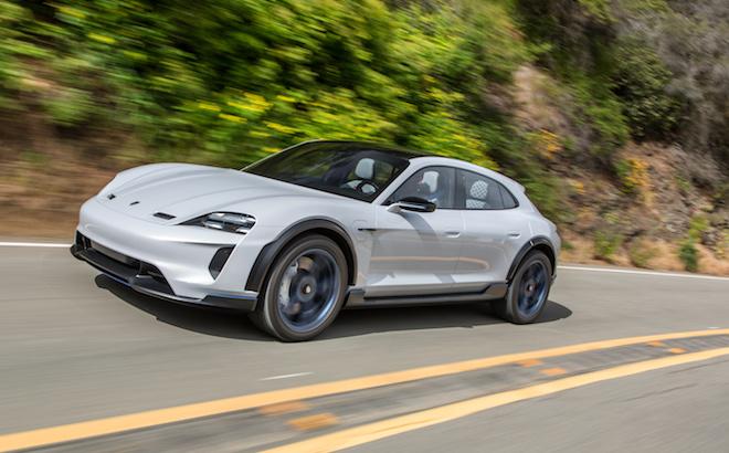 Porsche Mission E Cross Turismo: l'elettrica entra in produzione