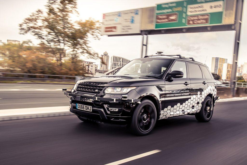 Range Rover a guida autonoma, proseguono i test: giro completo della Ring Road di Coventry