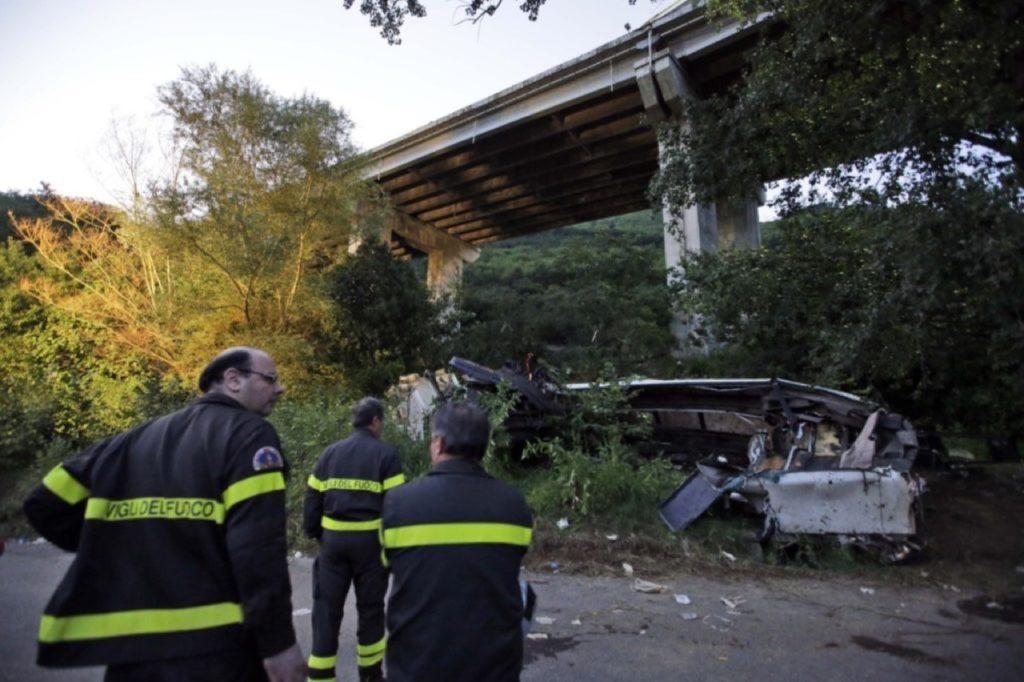 Avellino, strage del bus nella scarpata: chiesta una condanna di 10 anni per l'ad di Autostrade
