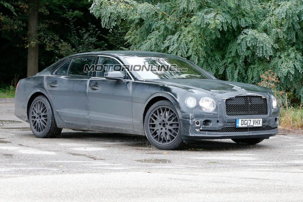 Bentley Flying Spur: il nuovo modello scende in pista al Nurburgring [VIDEO SPIA]