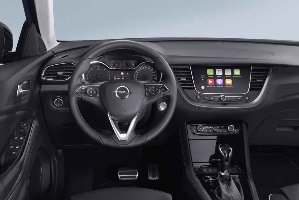 Opel: il nuovo sistema operativo iOS 12 integra Waze e Google Maps in Apple CarPlay