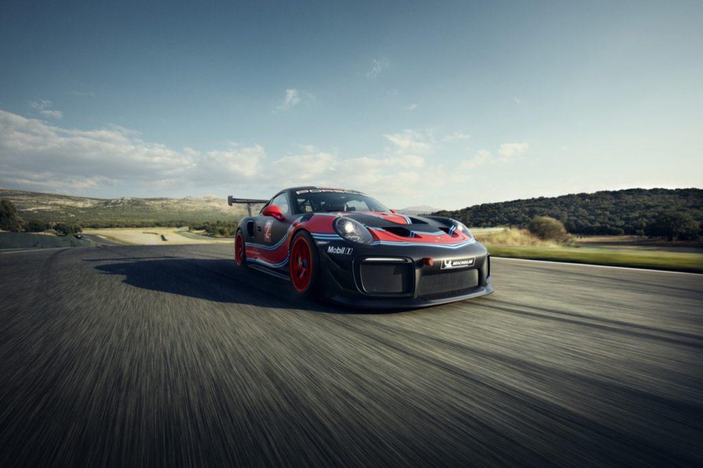 Porsche 911 GT2 RS Clubsport: tanta energia per gli appassionati della velocità [VIDEO]