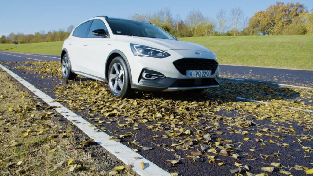 Ford: le superfici coperte da foglie possono essere scivolose come quelle innevate [VIDEO]