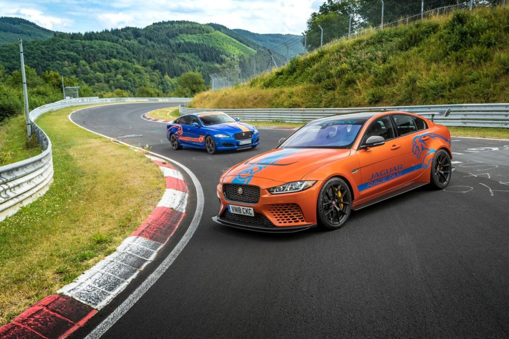 La Jaguar XE SV Project 8 si trasforma in un Race Taxi sul circuito del Nurburgring [VIDEO]