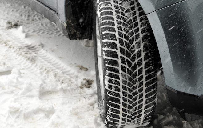 Pneumatici invernali: scatta l'obbligo su strade e autostrade