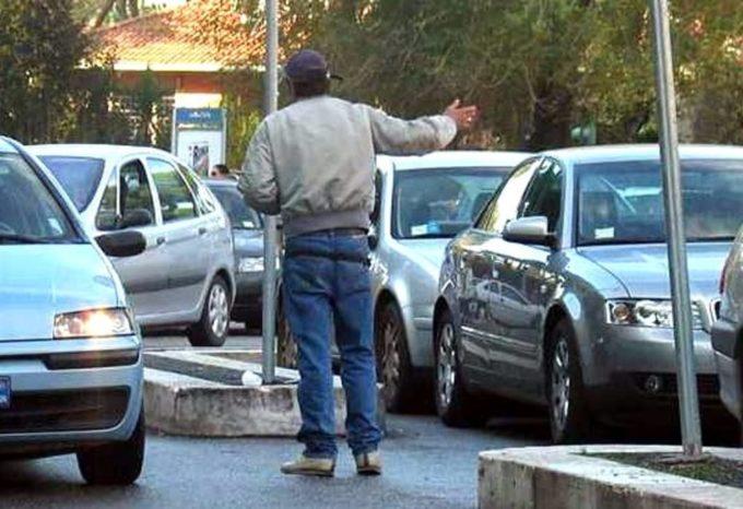 Parcheggiatori abusivi, la stretta nel decreto sicurezza: ora rischiano il carcere