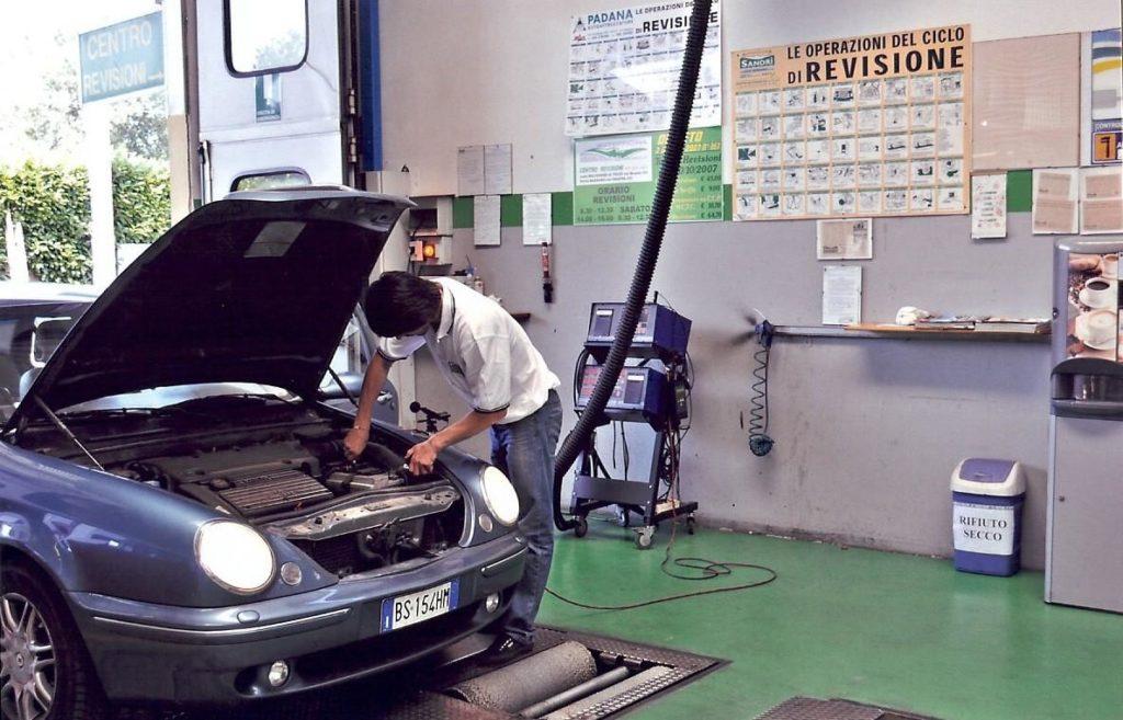 Revisione auto: certificazione dei chilometri dovrà essere firmata per accettazione dal proprietario