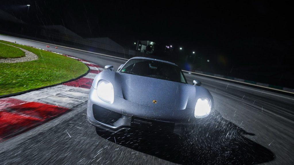 """Porsche: l'obiettivo è girare in 6'30"""" al Nurburgring"""