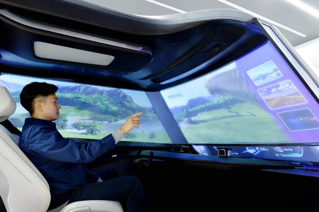 Il parabrezza del futuro? Un enorme display dove vedere film in streaming