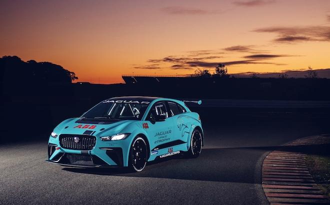 Jaguar I-Pace eTrophy: un trofeo per le auto elettriche di serie