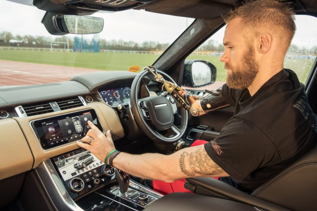 Jaguar Land Rover Mobility: il prototipo di una portiera che si apre e chiude automaticamente
