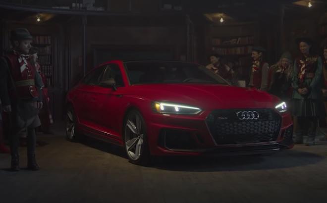 Audi RS5 Sportback: la nuova slitta di Babbo Natale [VIDEO]