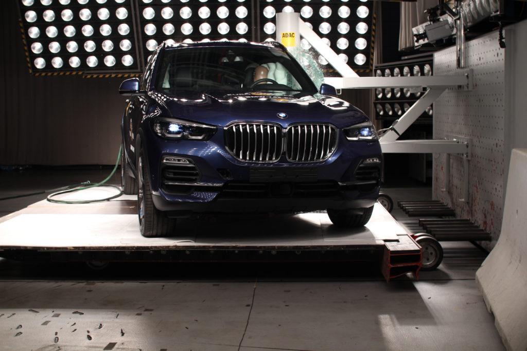 BMW X5: cinque stelle Euro NCAP per il SUV tedesco [VIDEO]