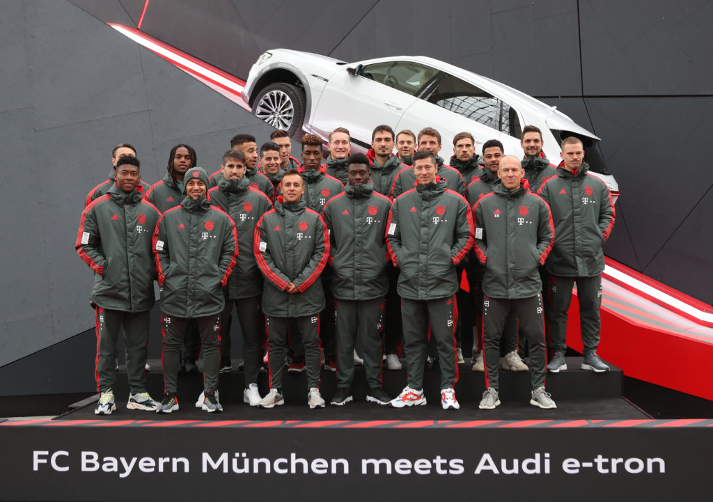 Audi e-tron: test drive in aeroporto per il Bayern Monaco [VIDEO]