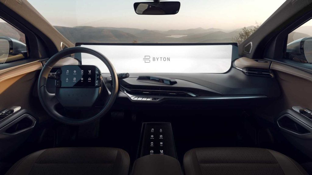 Byton M-Byte, novità al CES 2019 con display dell'infotainment a tutta lunghezza sul cruscotto [VIDEO]