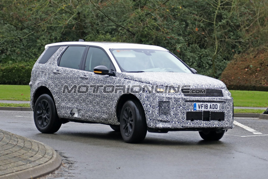 Land Rover Discovery Sport MY 2020 foto spia 4 gennaio 2019