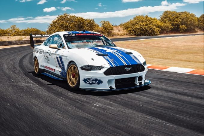 Ford Performance Mustang Supercar: svelata la muscle car da corsa per il 2019 [VIDEO]