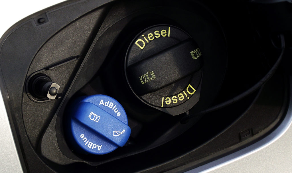 AdBlue: cos'è e a cosa serve l'additivo per motori Diesel