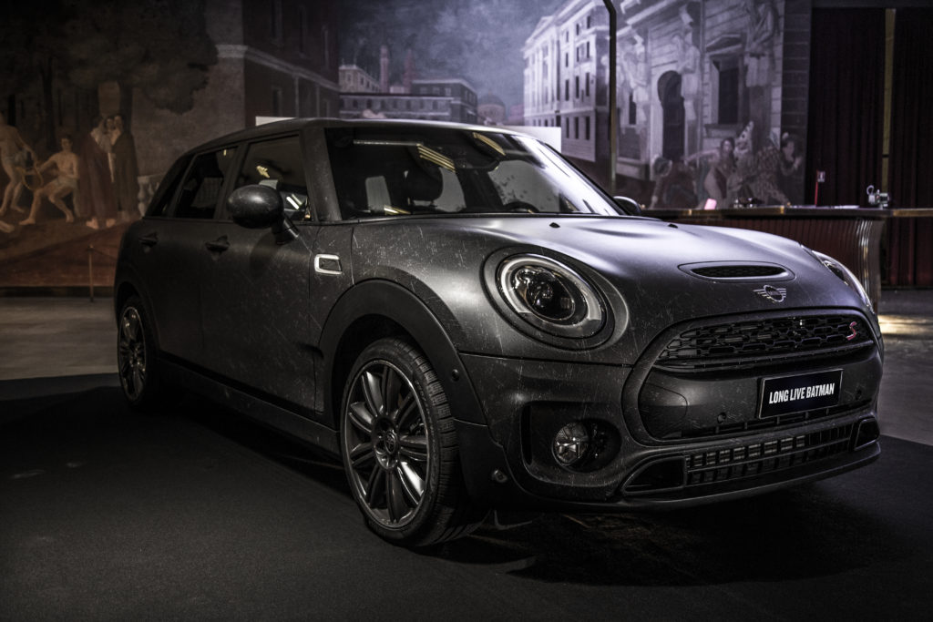 Mini Clubman: versione total black per celebrare Batman alla Milano Design Week