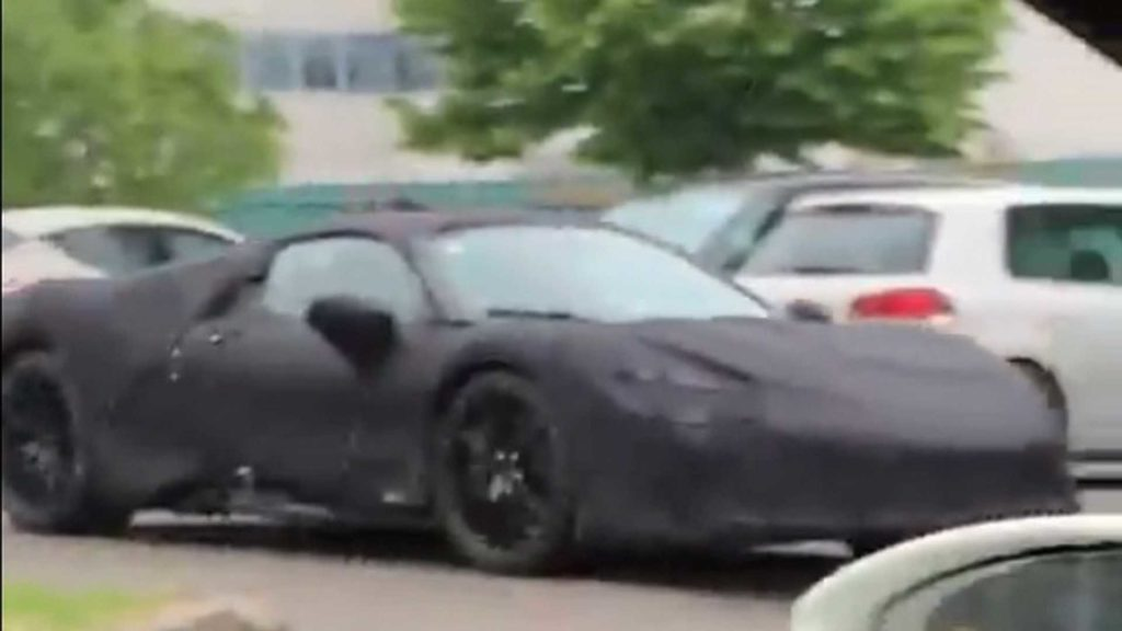 Ferrari ibrida filmata da una Ferrari 488 [VIDEO]