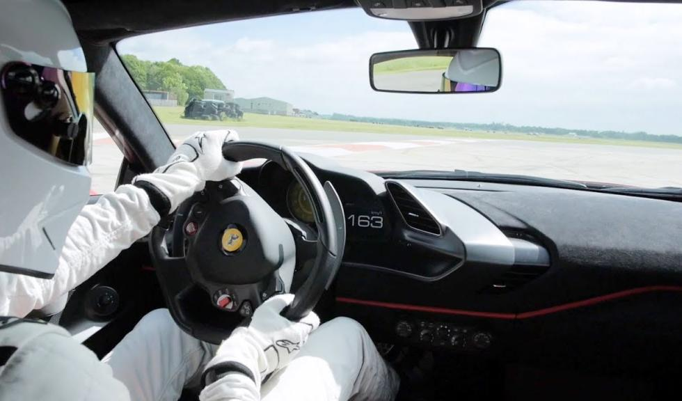 Ferrari 488 Pista guidata da Stig disintegra il record di Top Gear – VIDEO