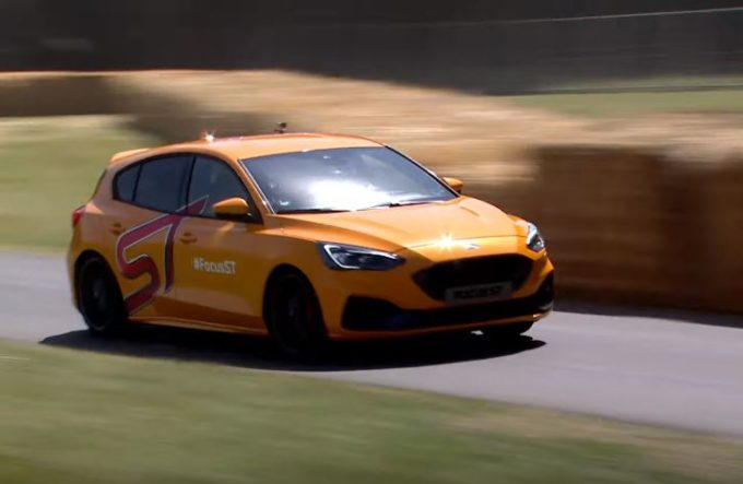 Ford Focus ST: una piccola scheggia sulla collina di Goodwood [VIDEO]