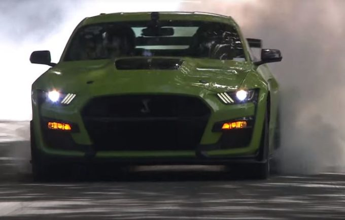 Ford Mustang Shelby GT500 2020: adrenalina allo stato puro a Goodwood [VIDEO]