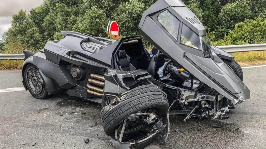 Batmobile: semi distrutta in un incidente in Francia [VIDEO]