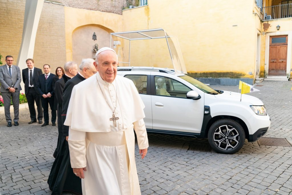 Dacia Duster - Papamobile Papa Francesco