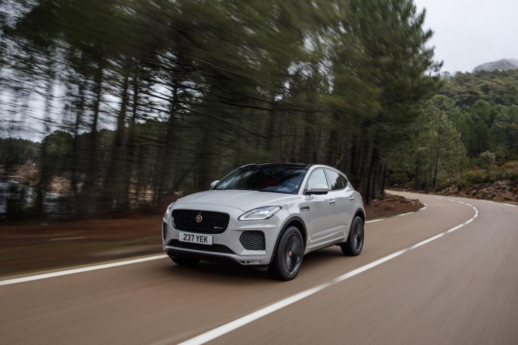 Jaguar: una tecnologia per risvegliare i guidatori al volante [VIDEO]