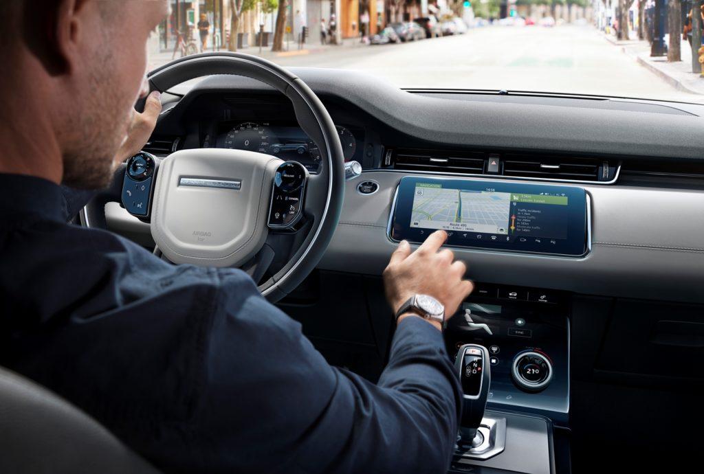 Jaguar Land Rover: ora il software over-the-air è di serie su tutti i modelli dei due brand