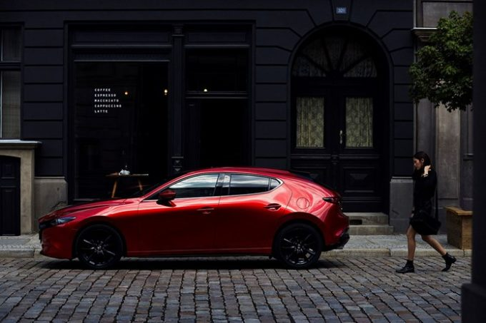 Mazda3 eletta Women's World Car of the Year 2019: è lei l'auto a misura di donna