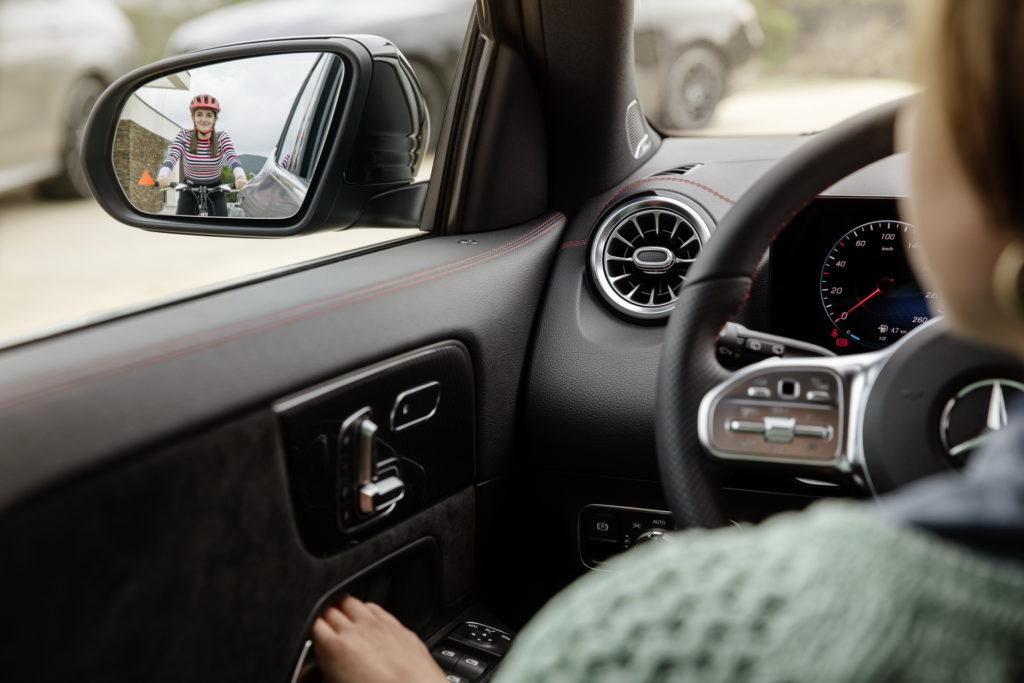 Mercedes GLA 2020: prima anticipazione ufficiale sul look degli interni [TEASER]