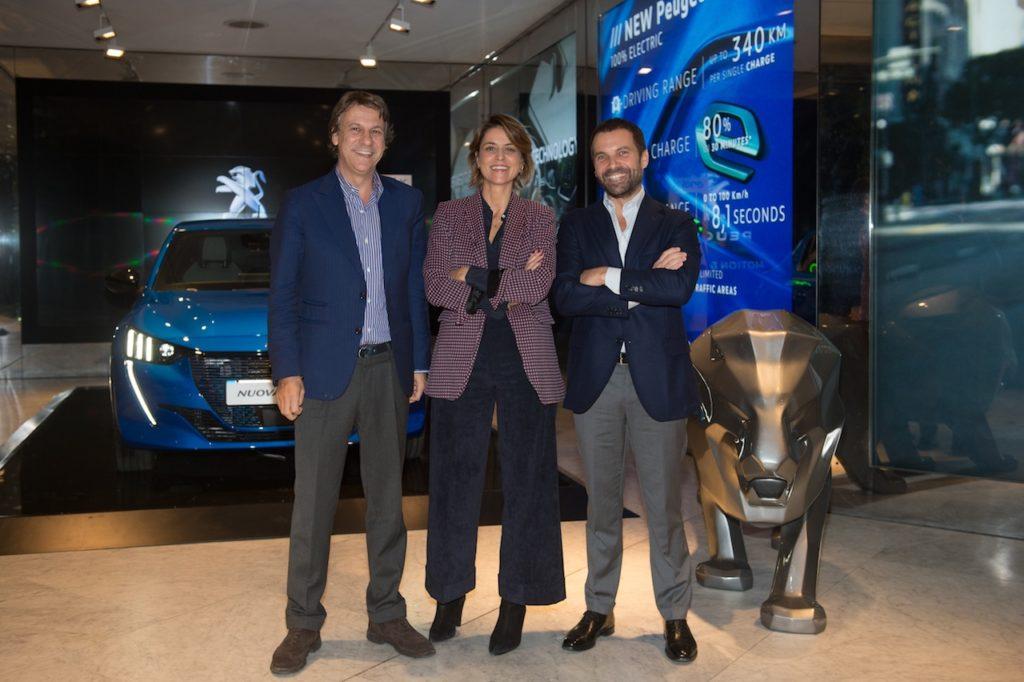 Peugeot e-208: l'e-Mobility City Talk 'elettrizza' Milano [VIDEO]