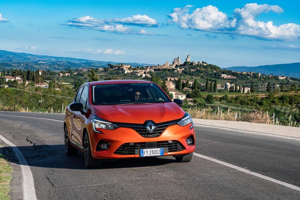 Renault Clio 5 vs Renault Clio 4, confronto testa a testa [VIDEO]